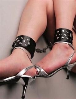 Фиксаторы для ног с металлическими клепками