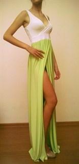 Летнее платье с салатовой юбкой и разрезом