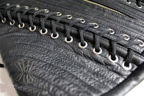 Корсет из кожи на молнии со множеством шнуровок - фото 7660