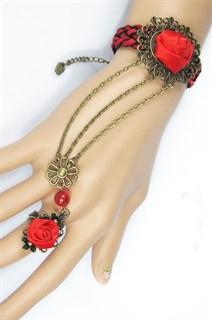 Красный браслет с цепочками