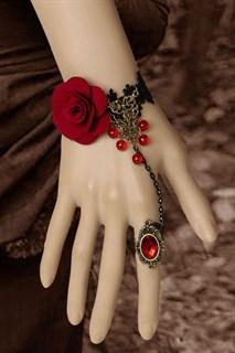 Черное кружево на запястье с красной розой