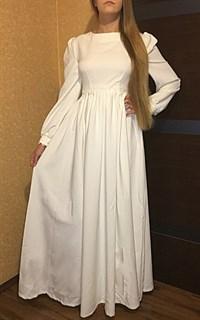 Белое платье с широким рукавом и кружевом - фото 9051