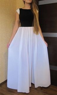 Длинное платье с белой юбкой