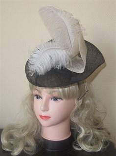 Декоративная шляпка с перьями (вуалетка) - фото 9973
