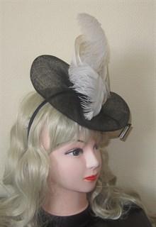 Декоративная шляпка с перьями (вуалетка) - фото 9974