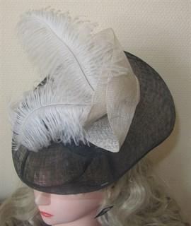 Декоративная шляпка с перьями (вуалетка) - фото 9975
